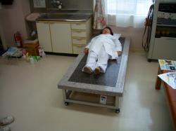 仕忙しい仕事の合間、患者様が利用していない間にくつろぐ福嶋副理事長